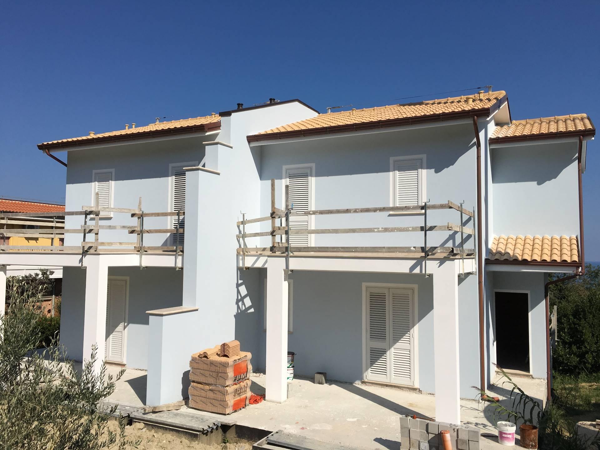 Villa in vendita a San Benedetto del Tronto, 5 locali, zona Località: zonaS.Lucia, prezzo € 395.000 | Cambio Casa.it