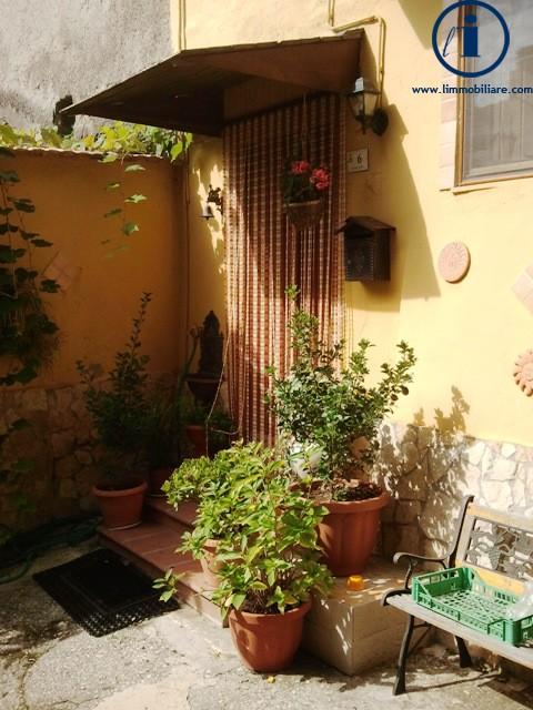 Bilocale Castel Morrone Via San Vincenzo 6