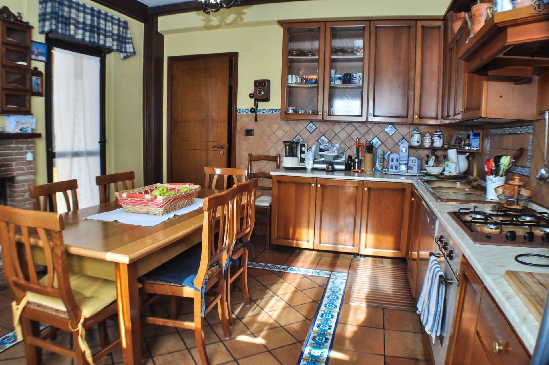 Appartamento in vendita a Casagiove, 4 locali, prezzo € 190.000 | Cambio Casa.it
