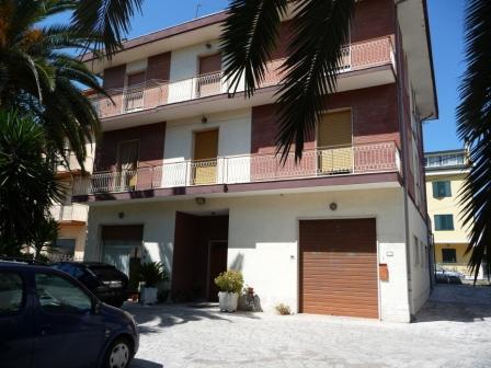 Villa in vendita a Monteprandone, 10 locali, zona Zona: Centobuchi, prezzo € 670.000   Cambio Casa.it