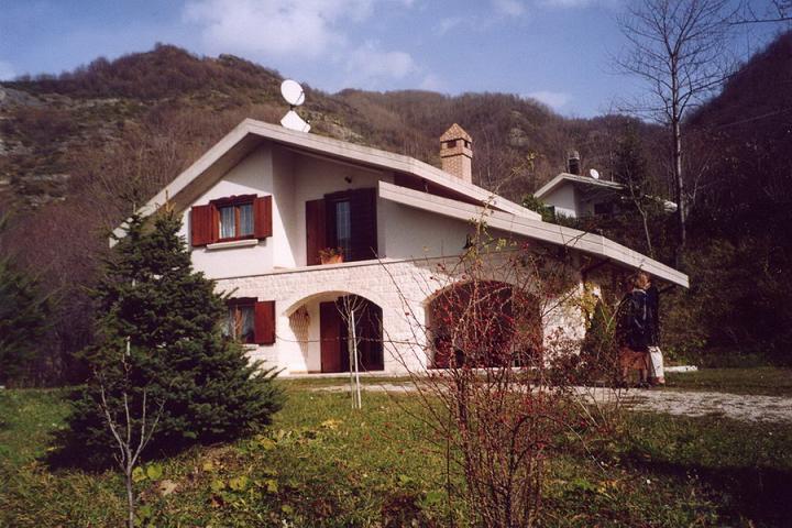 Villa in vendita a Valle Castellana, 3 locali, prezzo € 350.000 | Cambio Casa.it
