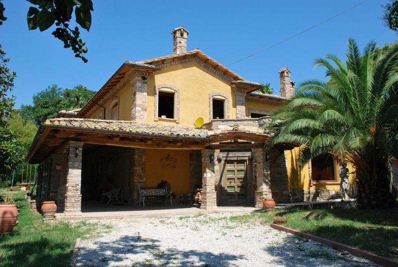Villa in vendita a Montegiorgio, 2 locali, prezzo € 550.000 | Cambio Casa.it