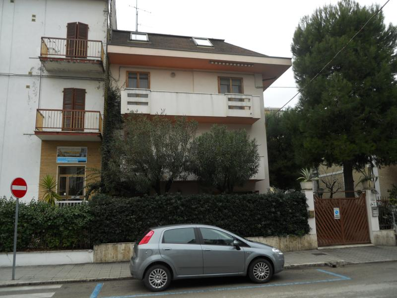Villa in vendita a San Benedetto del Tronto, 8 locali, zona Località: Lungomare, prezzo € 1.000.000 | Cambio Casa.it