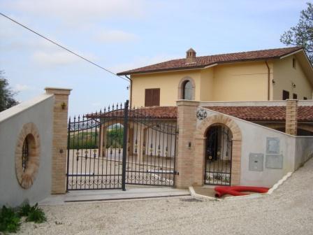 Rustico / Casale in vendita a Cossignano, 4 locali, zona Località: Collinare, prezzo € 400.000 | Cambio Casa.it