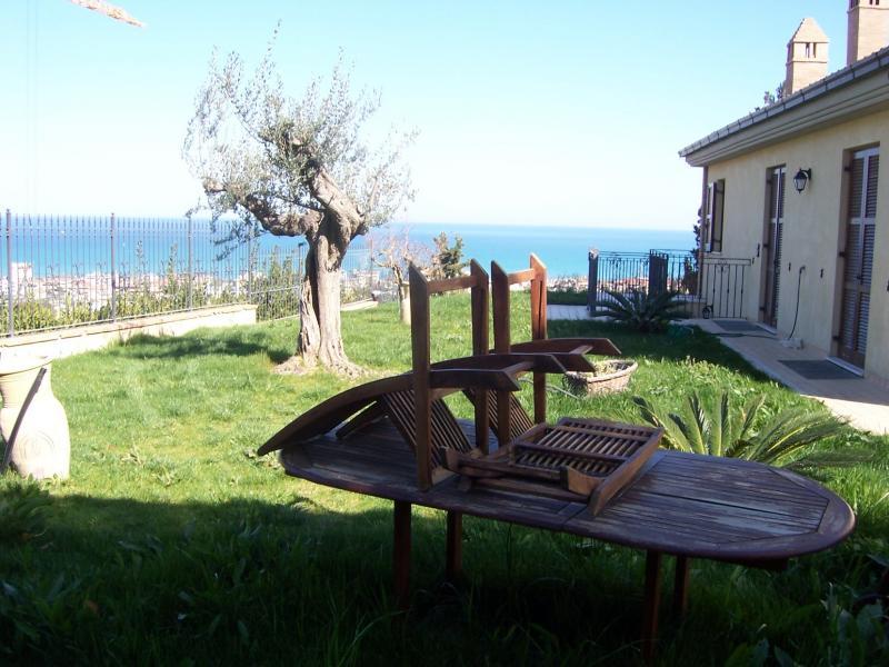 Villa in vendita a Grottammare, 10 locali, zona Località: Collinare, Trattative riservate | Cambio Casa.it