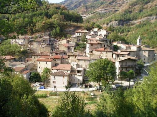 Soluzione Indipendente in vendita a Acquasanta Terme, 5 locali, prezzo € 40.000 | CambioCasa.it