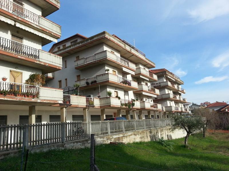 Appartamento in affitto a Ripatransone, 5 locali, zona Località: Collinare, prezzo € 400 | Cambio Casa.it