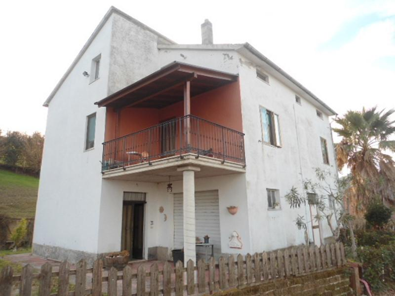 Soluzione Indipendente in vendita a Montalto delle Marche, 10 locali, zona Località: Collinare, prezzo € 140.000 | Cambio Casa.it