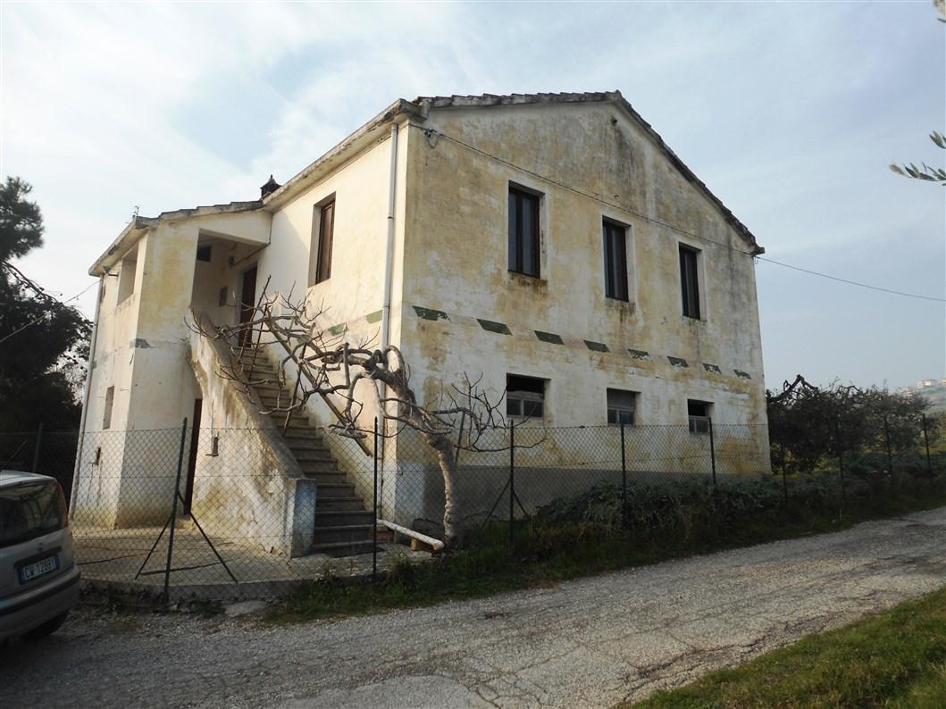 Rustico / Casale in vendita a Monteprandone, 5 locali, zona Località: Collinare, Trattative riservate | Cambio Casa.it