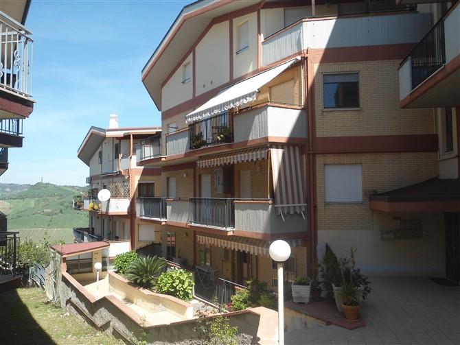 Appartamento in vendita a Acquaviva Picena, 5 locali, zona Località: Centrale, prezzo € 135.000 | Cambio Casa.it