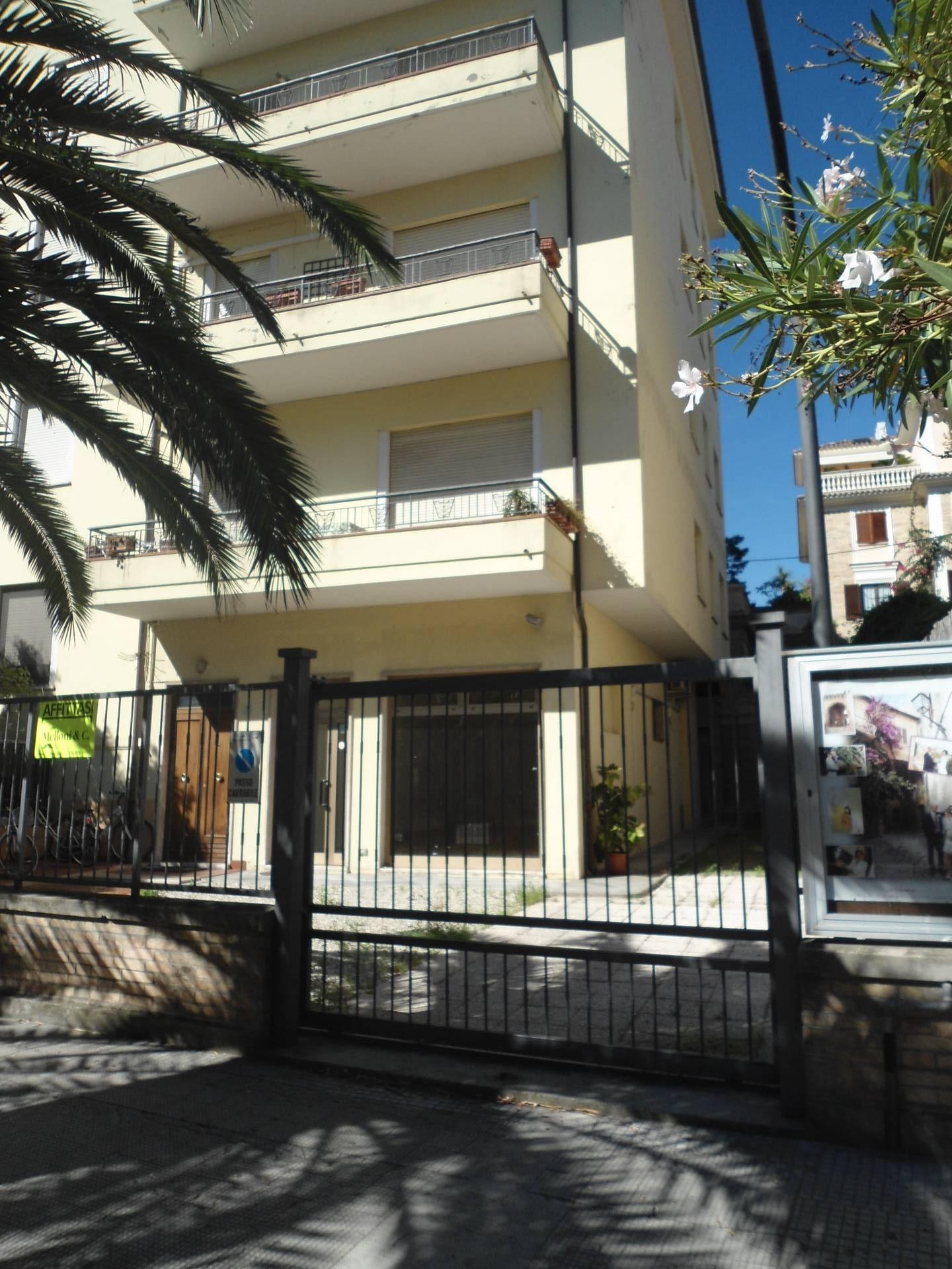 Negozio / Locale in affitto a San Benedetto del Tronto, 9999 locali, prezzo € 2.000 | Cambio Casa.it
