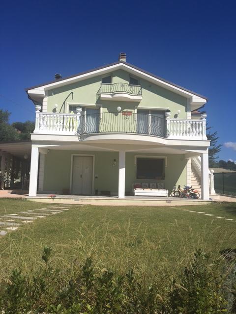 Villa in vendita a Carassai, 7 locali, prezzo € 420.000 | Cambio Casa.it