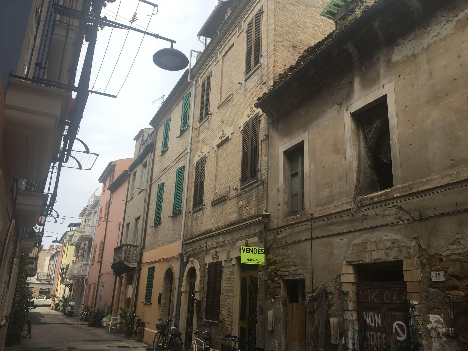 Soluzione Indipendente in vendita a San Benedetto del Tronto, 5 locali, zona Località: Centralissima, prezzo € 150.000 | CambioCasa.it