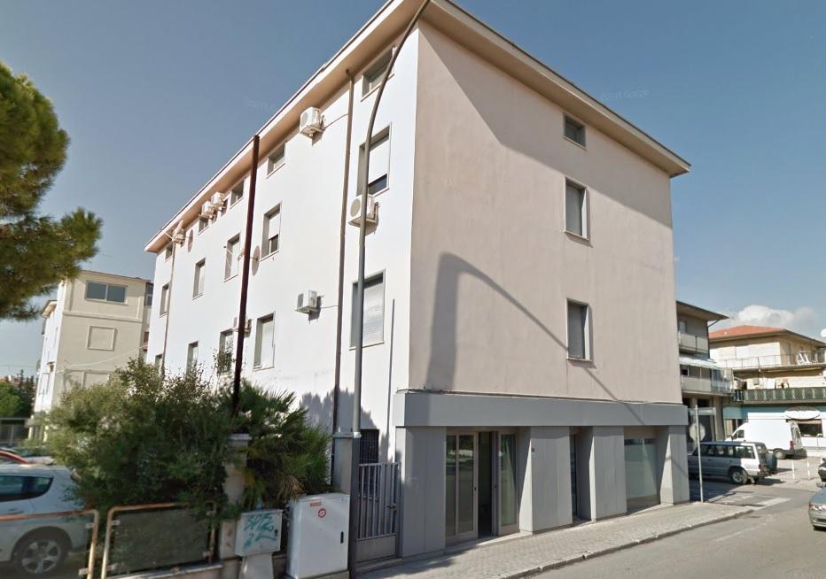 Negozio / Locale in affitto a San Benedetto del Tronto, 9999 locali, prezzo € 4.000   CambioCasa.it
