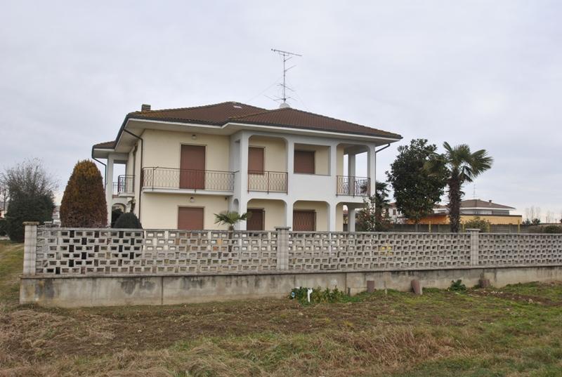 vendita casa indipendente villata 3 220  185.000 €