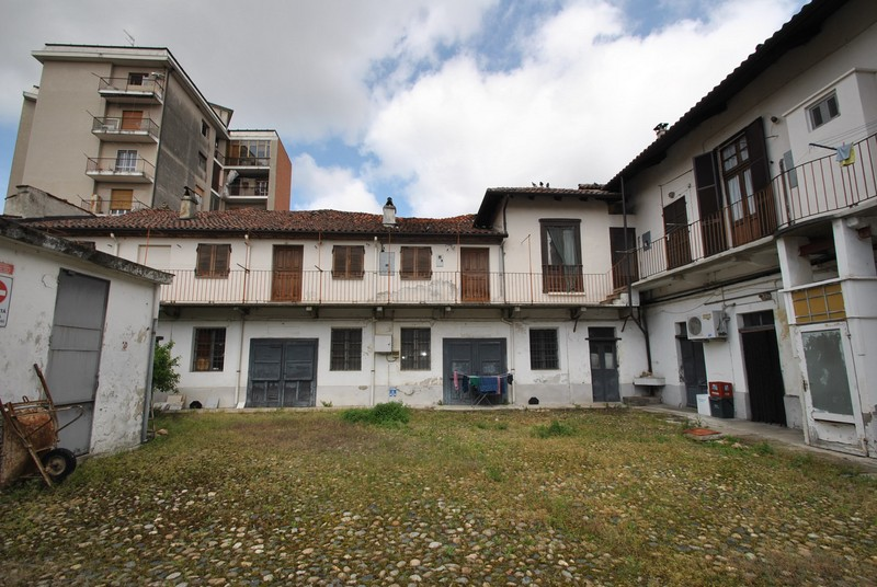 vendita casa indipendente vercelli 14 537  tratt. ris.