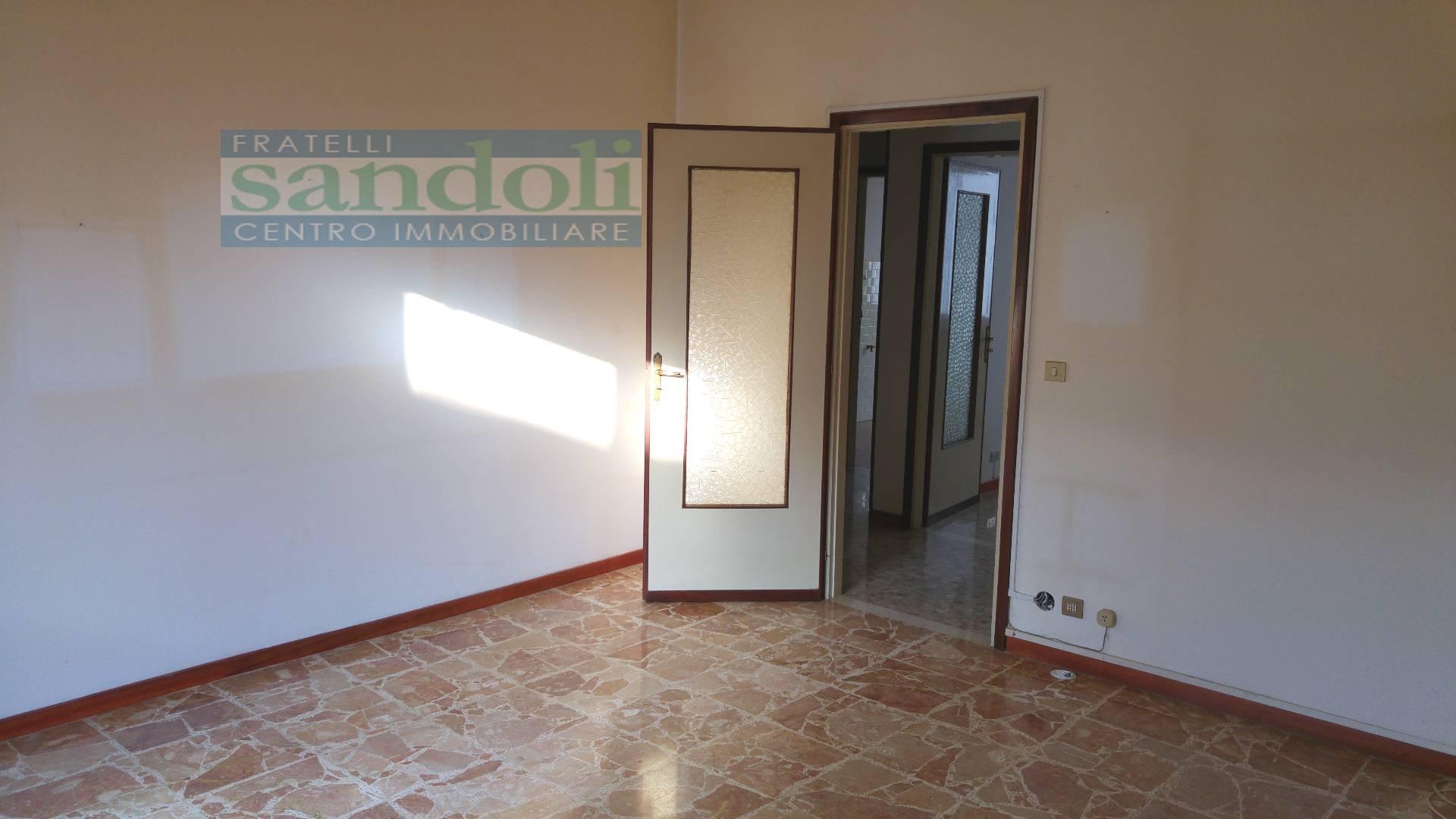 Bilocale Vercelli Via Trino 3