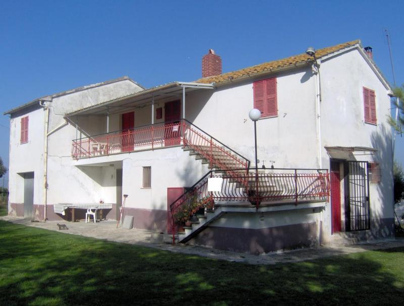 Rustico / Casale in vendita a Controguerra, 6 locali, prezzo € 185.000 | CambioCasa.it