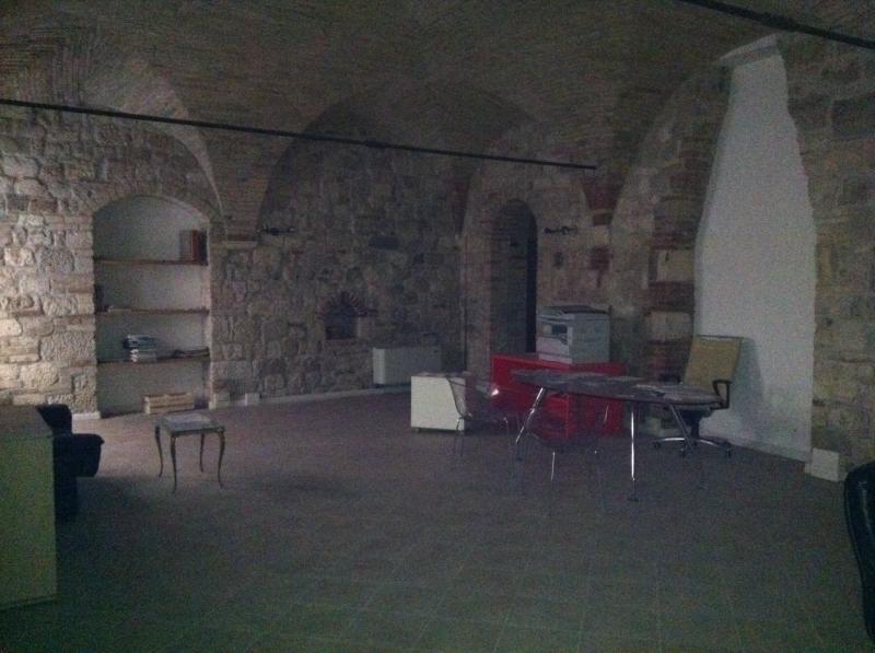 Negozio / Locale in vendita a Ascoli Piceno, 9999 locali, zona Località: CentroStorico, prezzo € 290.000   Cambio Casa.it