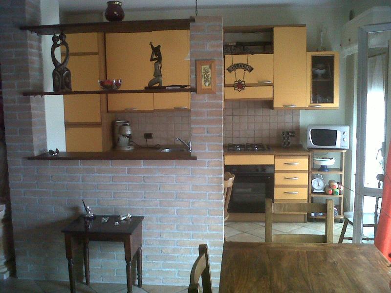 Appartamento in vendita a Ascoli Piceno, 4 locali, zona Zona: Monticelli, prezzo € 125.000 | Cambio Casa.it