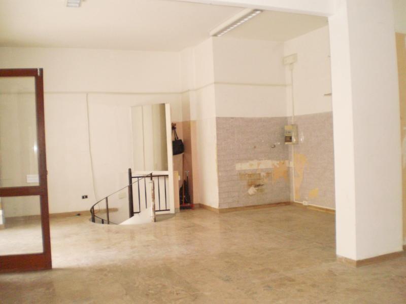 Negozio / Locale in affitto a Ascoli Piceno, 9999 locali, zona Località: CentroStorico, prezzo € 450 | Cambio Casa.it