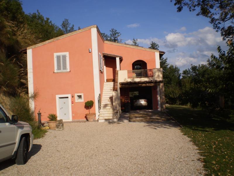 Villa in vendita a Ascoli Piceno, 7 locali, zona Zona: Montadamo, prezzo € 590.000 | CambioCasa.it