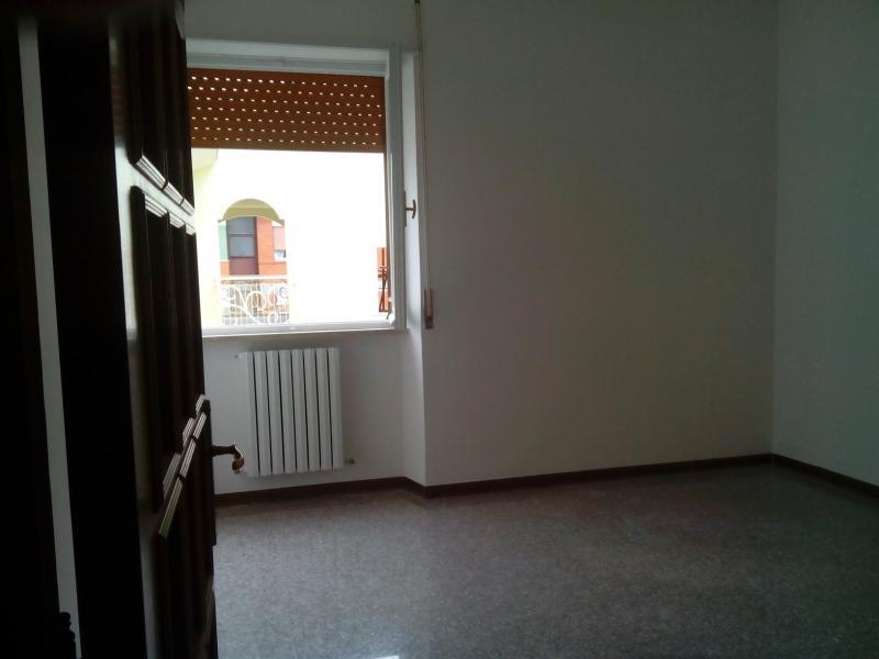 Appartamento in affitto a Ascoli Piceno, 4 locali, zona Località: PortaMaggiore, prezzo € 400 | Cambio Casa.it