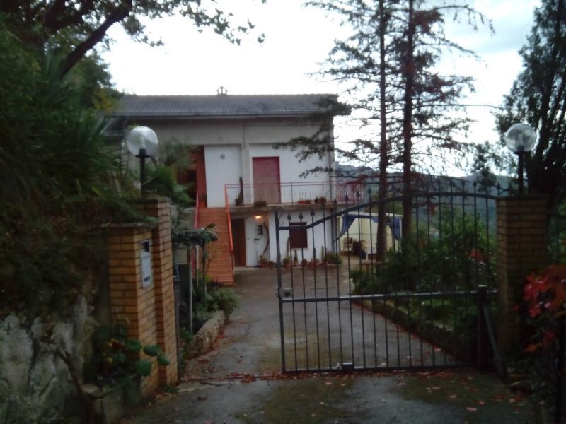 Villa in vendita a Venarotta, 8 locali, zona Zona: Gimigliano, prezzo € 240.000 | CambioCasa.it
