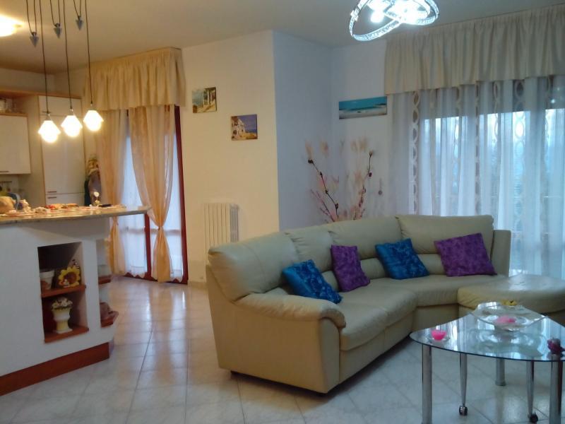 Appartamento in vendita a Folignano, 4 locali, zona Località: PianediMorro, prezzo € 165.000 | CambioCasa.it