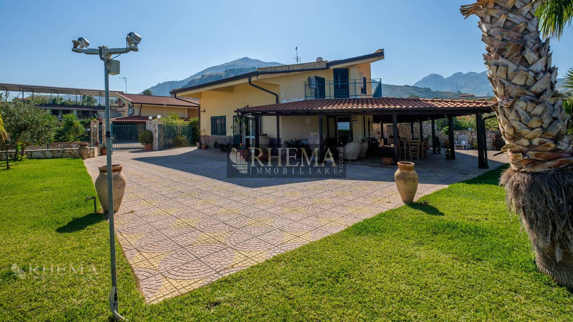 Villa in Vendita a Altavilla Milicia