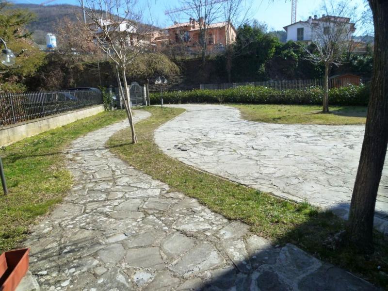 Villa in vendita a Loro Ciuffenna, 6 locali, zona Zona: Centro, prezzo € 260.000 | Cambio Casa.it