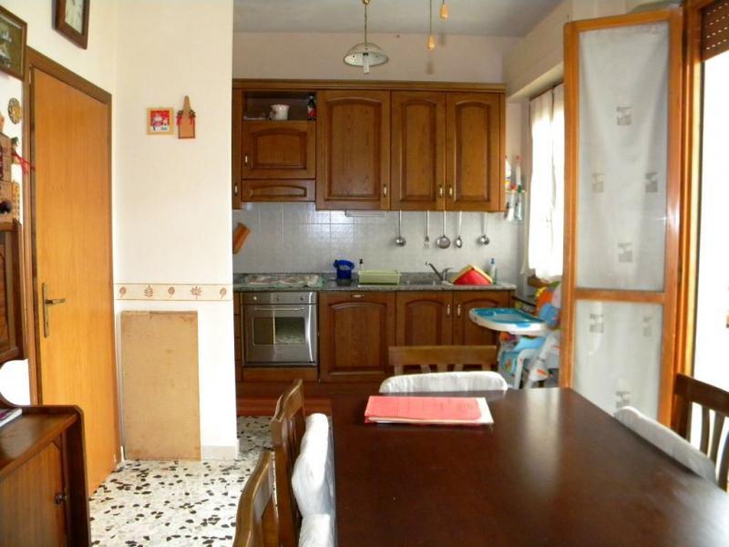 Appartamento in vendita a Loro Ciuffenna, 5 locali, zona Zona: Centro, prezzo € 100.000   Cambio Casa.it