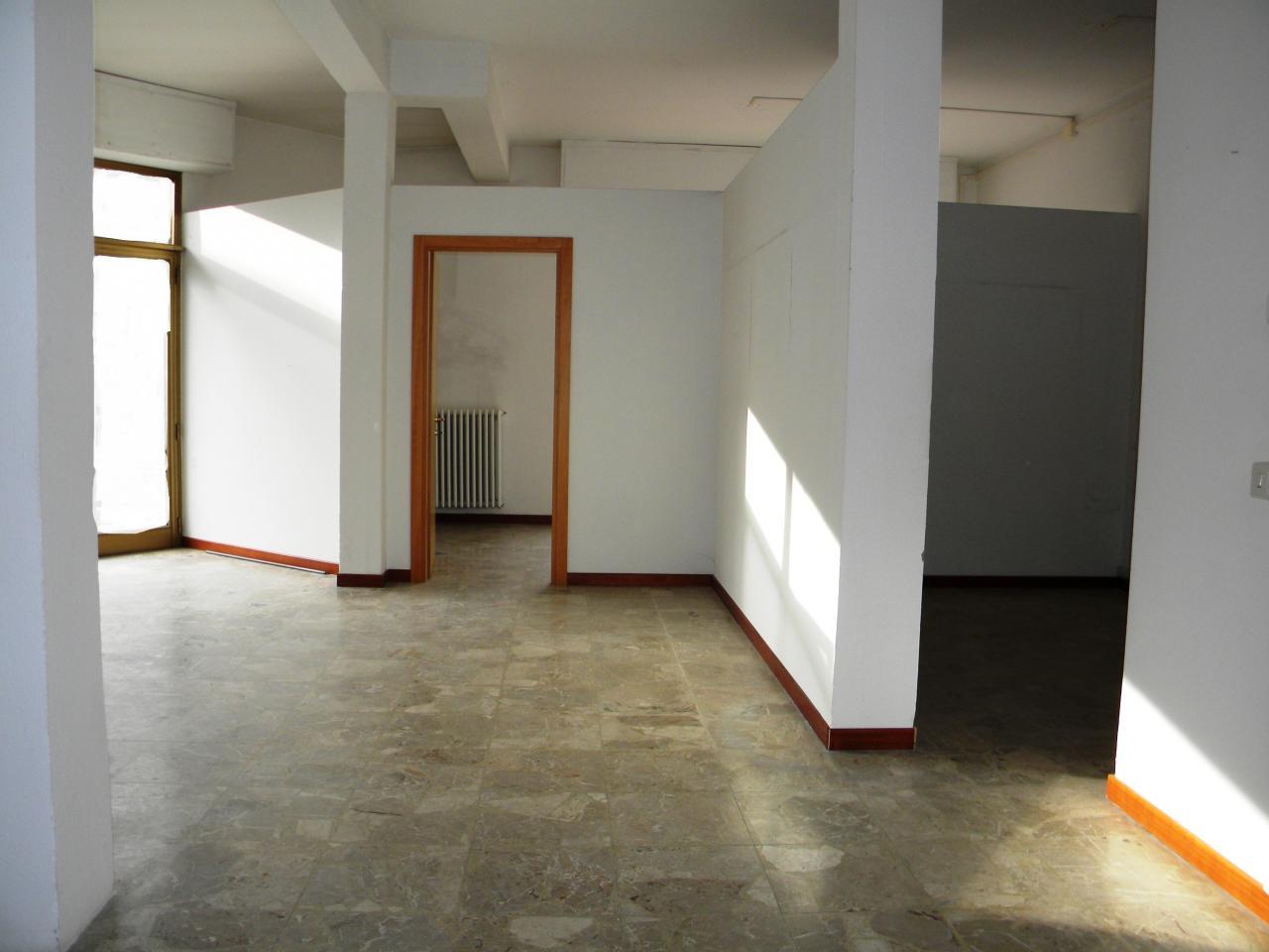 Negozio / Locale in vendita a San Giovanni Valdarno, 9999 locali, zona Zona: Oltrarno, prezzo € 125.000 | Cambio Casa.it