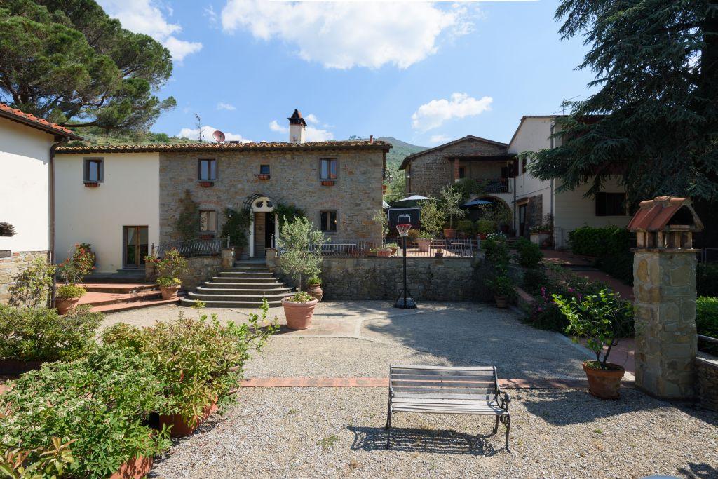 Villa in vendita a Reggello, 9 locali, Trattative riservate | Cambio Casa.it