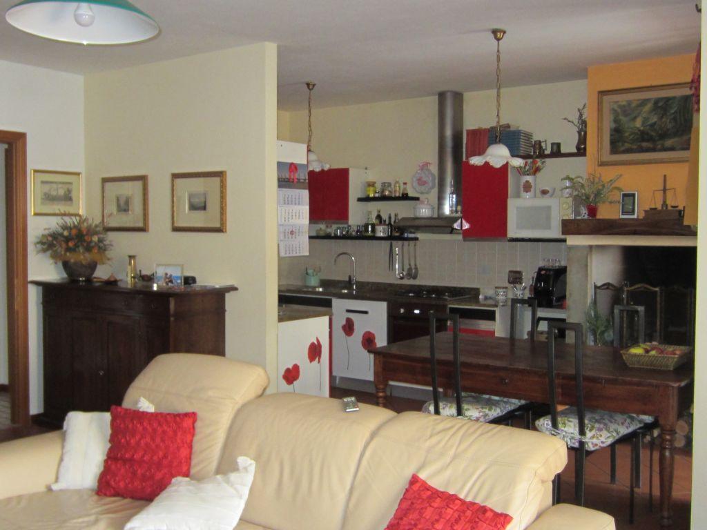 Appartamento in vendita a Bucine, 6 locali, prezzo € 230.000 | Cambio Casa.it