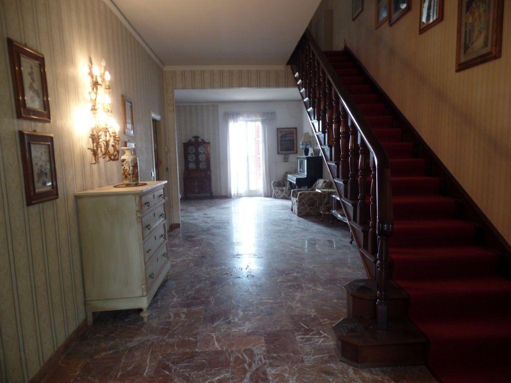 Villa in vendita a Reggello, 11 locali, zona Zona: Centro, prezzo € 490.000 | Cambio Casa.it