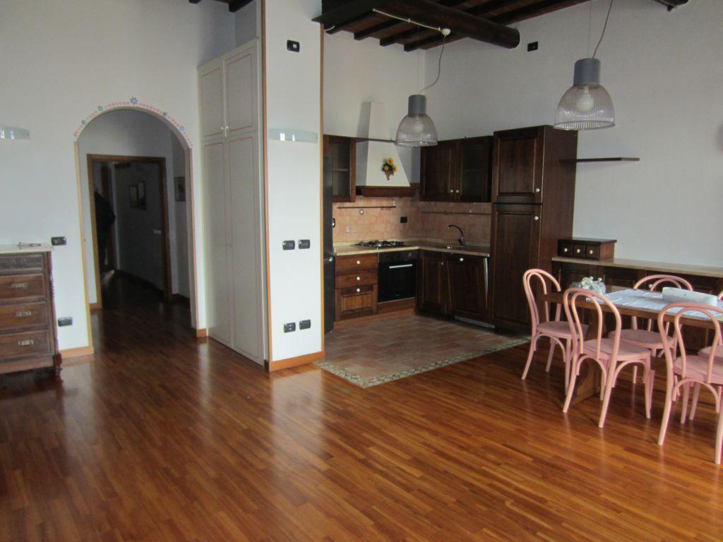 Appartamento in affitto a San Giovanni Valdarno, 4 locali, zona Zona: Centro, prezzo € 500 | Cambio Casa.it
