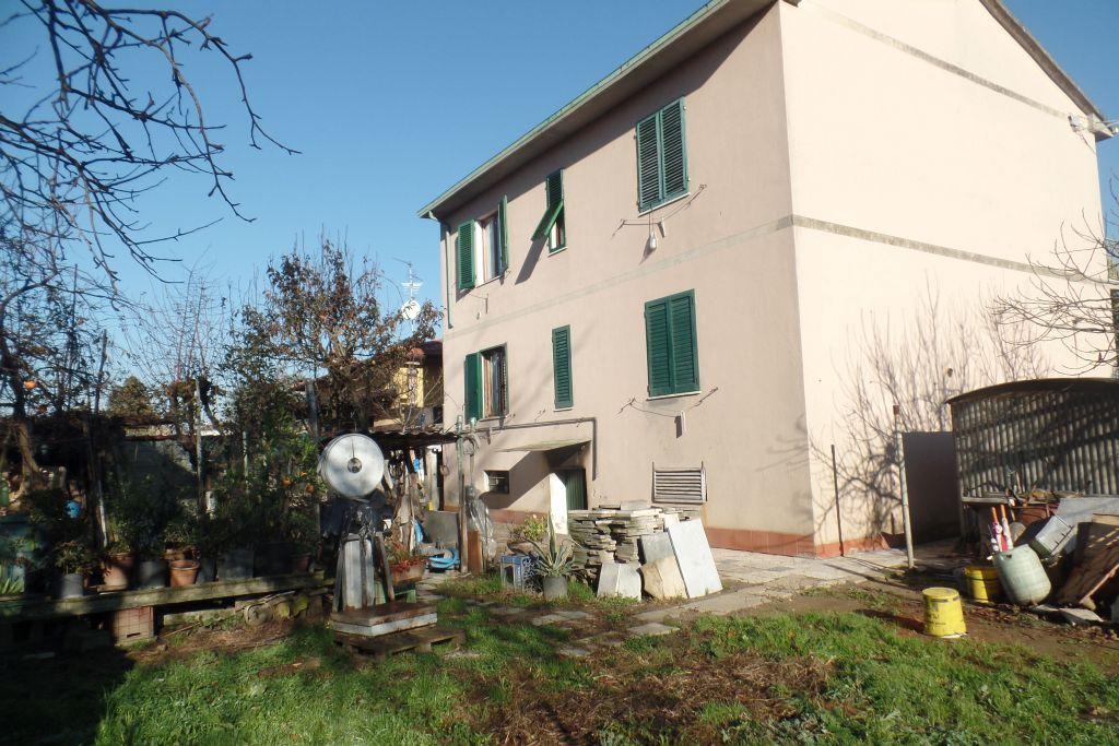 Soluzione Indipendente in vendita a San Giovanni Valdarno, 8 locali, zona Zona: Gruccia, prezzo € 270.000 | CambioCasa.it