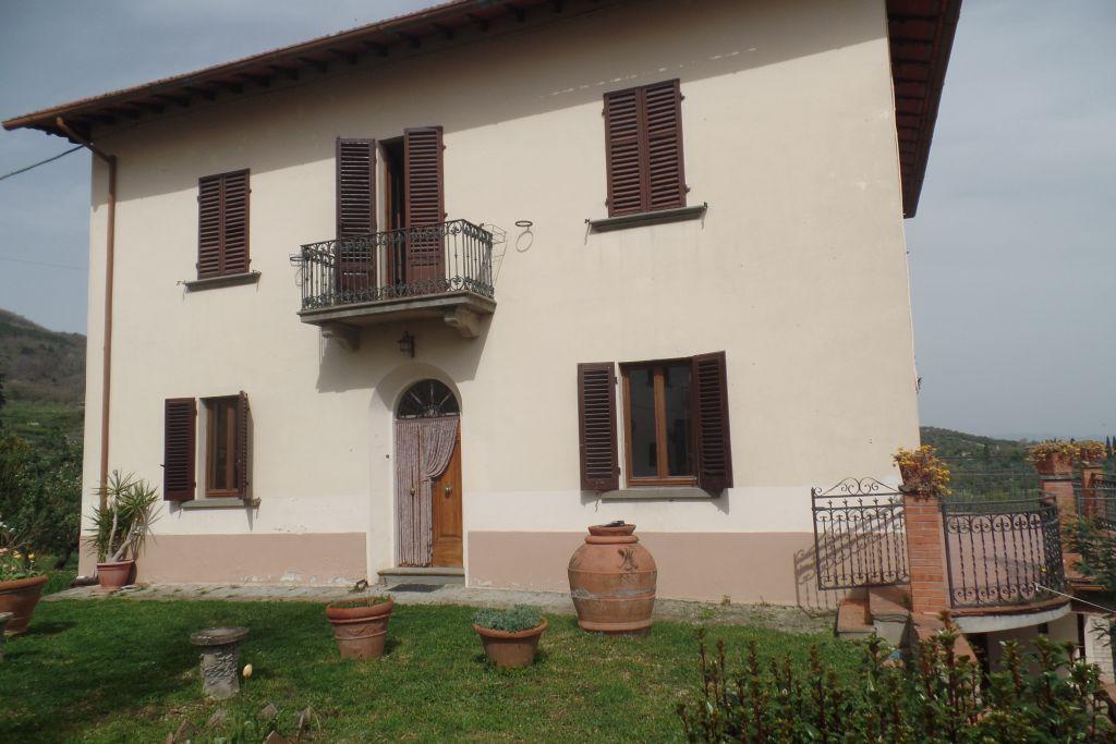 Villa in vendita a San Giovanni Valdarno, 8 locali, zona Zona: Campagna, prezzo € 270.000 | Cambio Casa.it