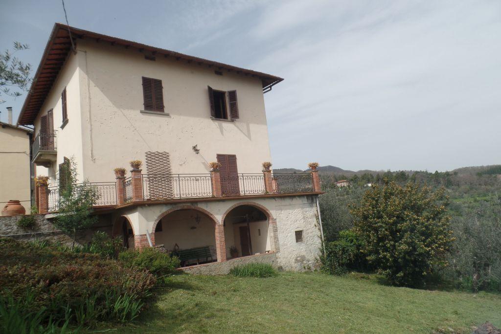 Villa in vendita a San Giovanni Valdarno, 8 locali, zona Zona: Campagna, prezzo € 240.000 | CambioCasa.it