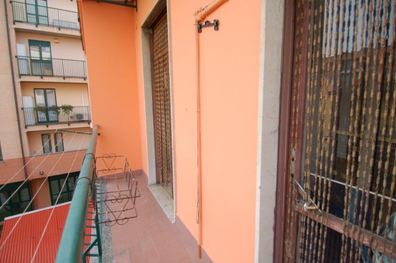 Bilocale Milano Via Rutilia 9
