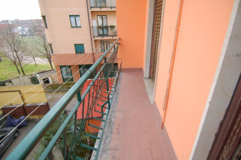 Bilocale Milano Via Rutilia 10