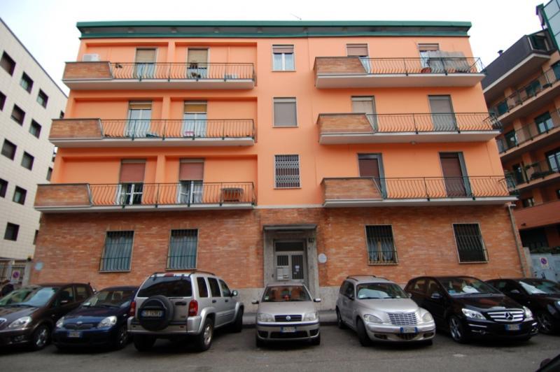 Bilocale Milano Via Rutilia 1
