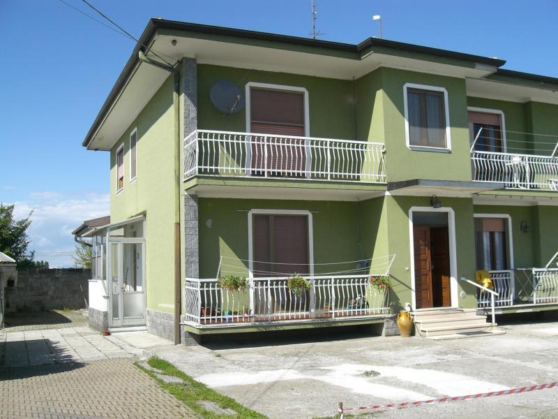 Villa vendita BIANDRATE (NO) - 7 LOCALI - 400 MQ