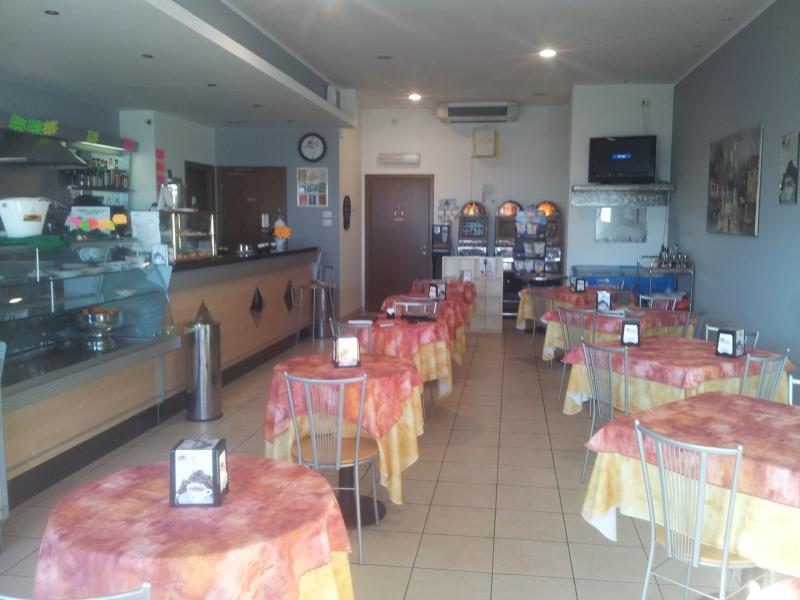 Attività / Licenza in vendita a Cameri, 9999 locali, prezzo € 60.000 | Cambio Casa.it