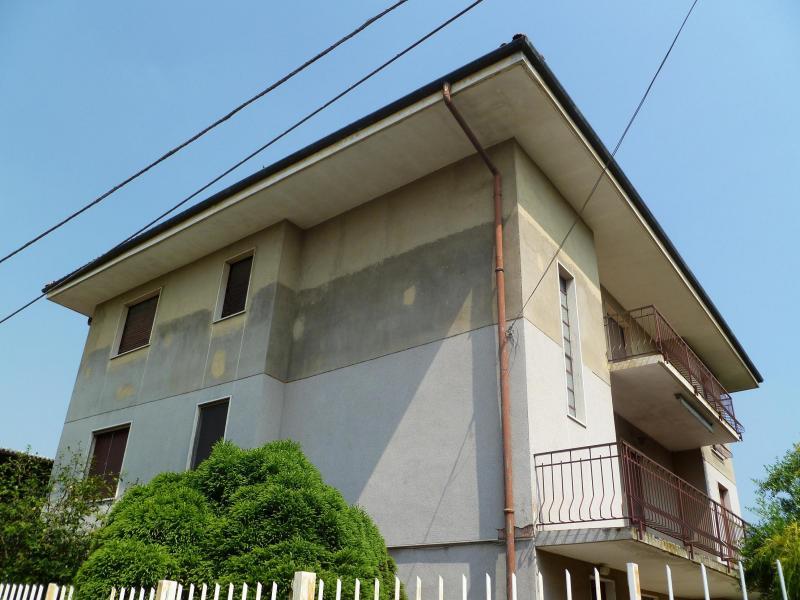 Villa in vendita a Fara Novarese, 4 locali, prezzo € 250.000 | Cambio Casa.it