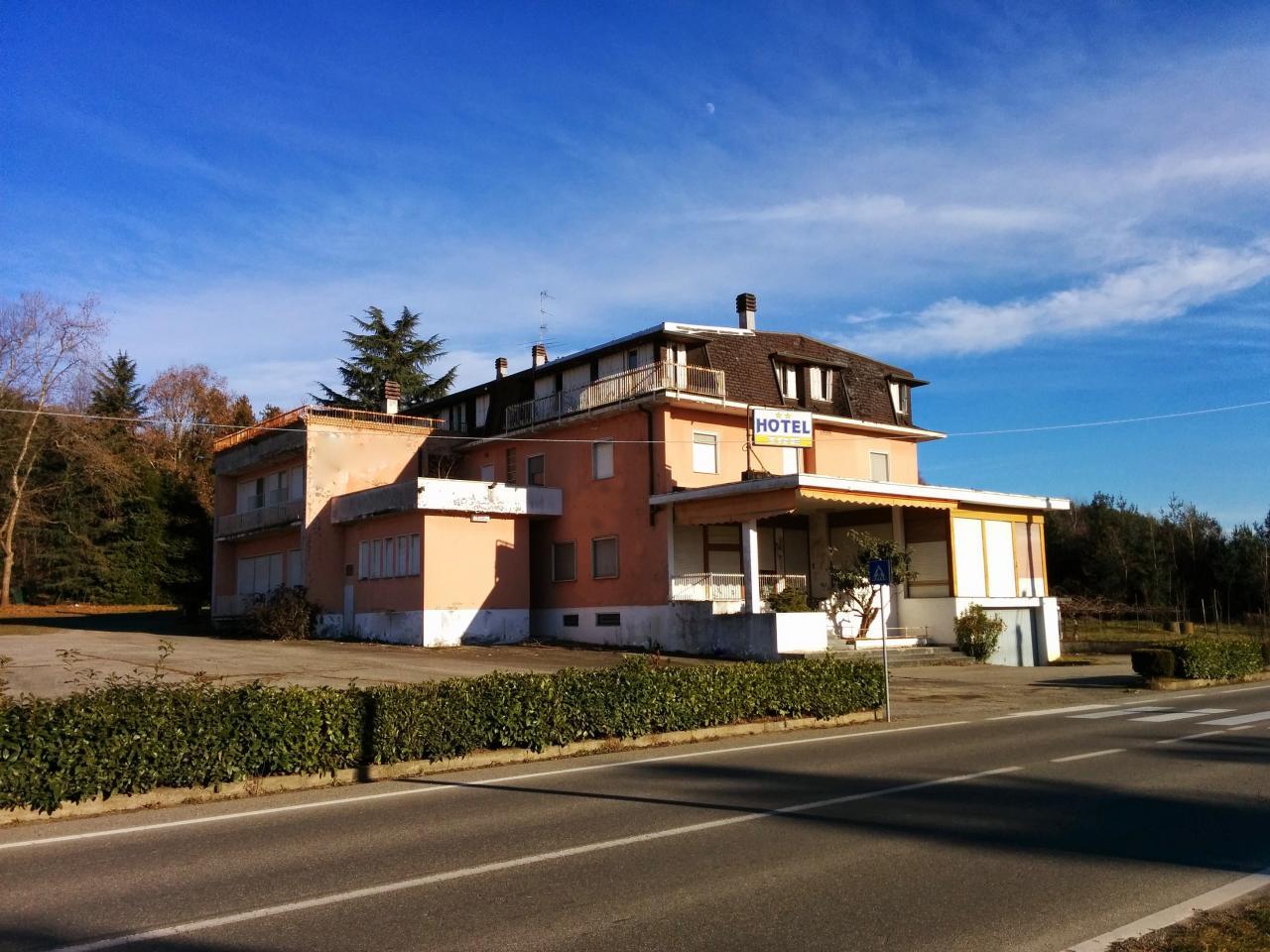 Negozio / Locale in vendita a Fara Novarese, 9999 locali, prezzo € 700.000 | Cambio Casa.it