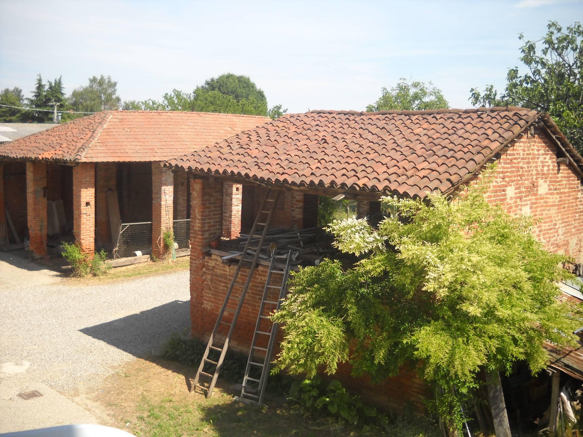 Soluzione Indipendente in vendita a Oleggio, 20 locali, Trattative riservate | CambioCasa.it