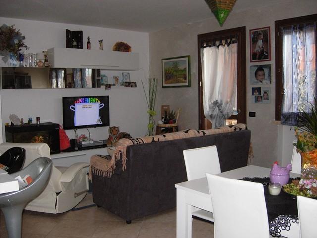 Appartamento in vendita a Monteforte d'Alpone, 3 locali, prezzo € 160.000 | Cambio Casa.it
