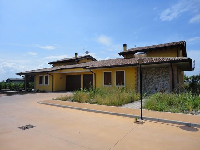 Villa in vendita a Veronella, 9 locali, prezzo € 230.000 | Cambio Casa.it